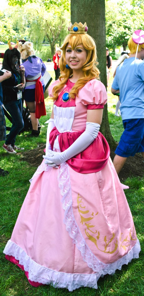 AnimeNEXT 2014 Princess Peach Cosplay