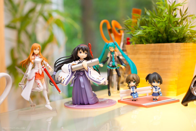 Anime Figure Desk